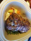 Kødet blev brunet af på en rygende varm pande og røg dernæst i et ovnfast fad